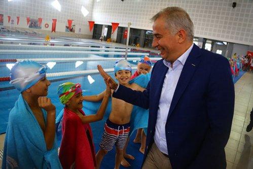 35 bin kişi artık yüzme biliyor