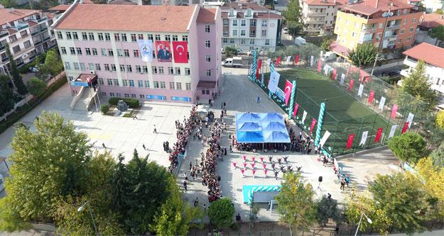 Mehmetçik'e halı saha