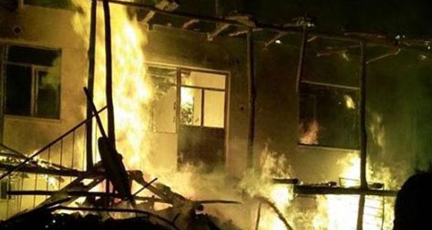 Acıpayam'daki yangında ev kül oldu