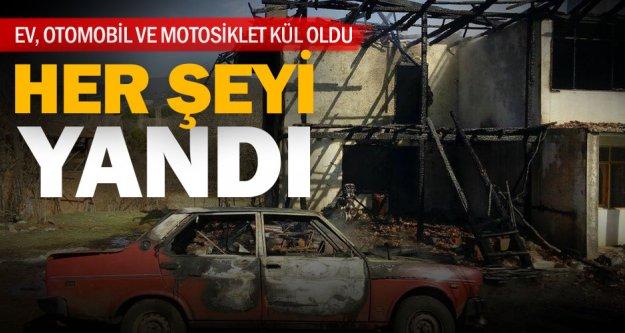 Beyağaç'ta evle birlikte otomobil ve motosiklet de yandı