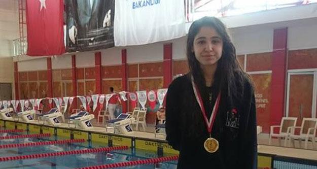 Yüzmenin Prensesi İlayda Türkiye Şampiyonu