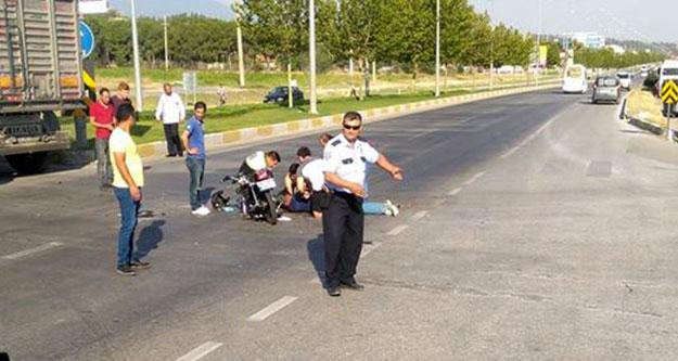 Kamyona arkadan çarpan motosikletli ağır yaralandı