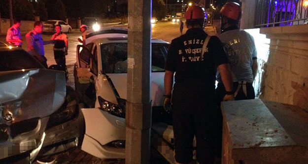 Kavşakta çarpıştılar: 2 kişi yaralandı