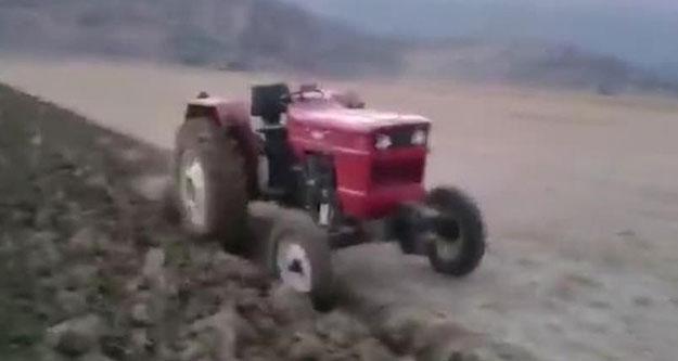 Traktör devrildi, çiftçi öldü