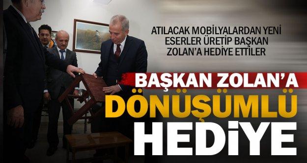 Başkan Osman Zolan'a gençlerden sürpriz  hediye