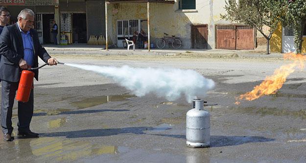 Büyükşehir İtfaiye'den muhtarlara yangın eğitimi