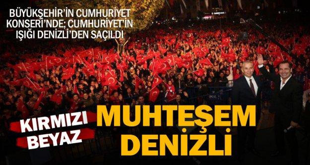 Büyükşehir'in Cumhuriyet konserine yoğun katılım