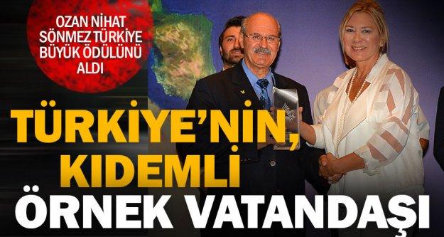 """'Örnek Kıdemli Vatandaş Ödülü"""" Ozan Nihat'a"""