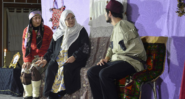 Sarayköy'de tiyatro zamanı