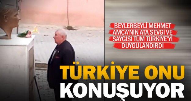 Atatürk büstüne tek başına çiçek koyan adam, son zamanların en duygusal videosu