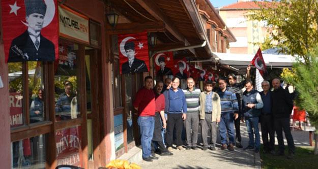 Buldan'da her yer Atatürk, her yer kırmızı-beyaz