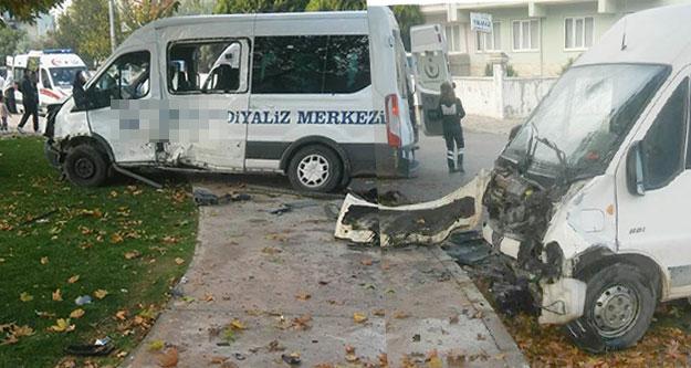 Diyaliz servisi kaza yaptı