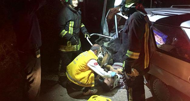 Karakurt yolunda iki araç çarpıştı; 2 kişi yaralandı