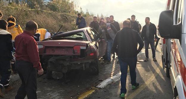 Bozburun'da iki araç çarpıştı; iki kişi yaralandı