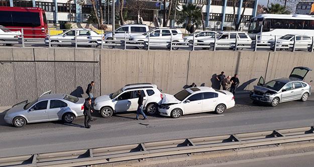 Deliktaş köprülü kavşağında zincirleme kaza