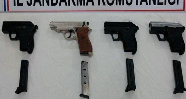 Ruhsatsız silah pazarına jandarma baskını