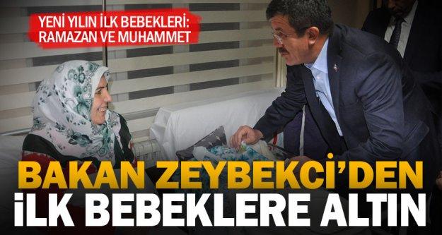 Bakan Zeybekci, 2018 yılının ilk bebeklerine altın taktı