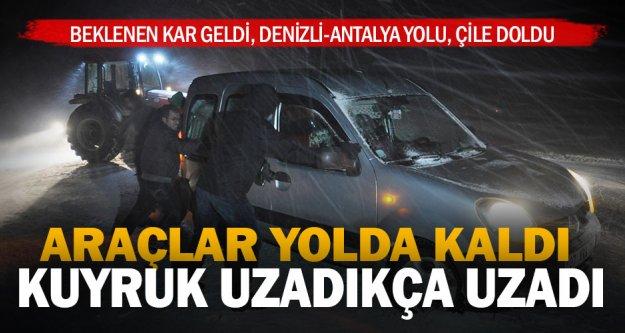 Denizli-Antalya karayolu kar nedeniyle zaman zaman kapanıyor