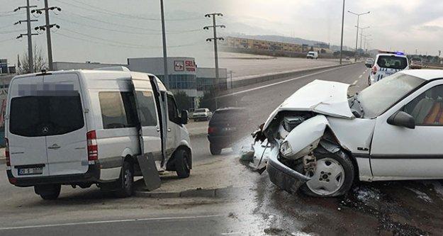 İki araç çarpıştı: 5 kişi yaralandı