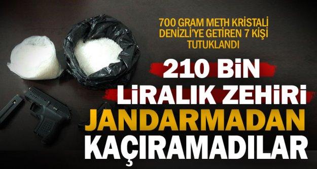 Jandarma 700 gram zehiri şehre girmeden yakaladı