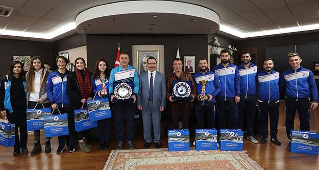 Şampiyonlar kupaları Rektör Bağ'a getirdi
