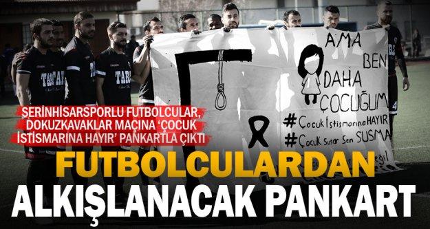 Futbolcular 'Çocuk istismarına hayır' pankartıyla sahaya çıktı