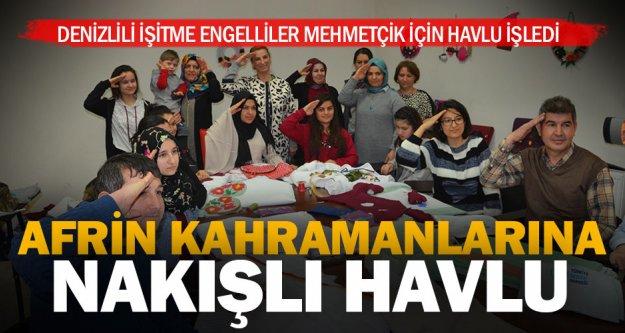 İşitme engellilerden Mehmetçiğe nakışlı havlu