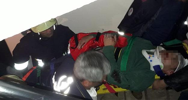 Havalandırma boşluğuna düşen adam yaralandı