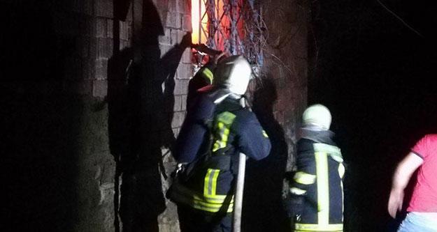 Aliveren'deki yangında ev kül oldu
