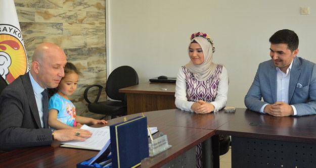 Başkan Özbaş nikahı 3 yaşındaki Nisa ile birlikte kıydı