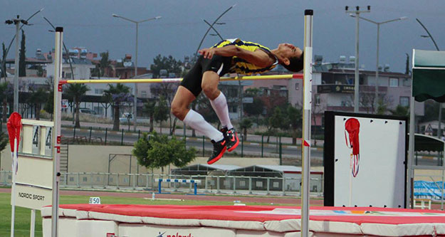 Alperen 2,24 atladı, altın madalya aldı