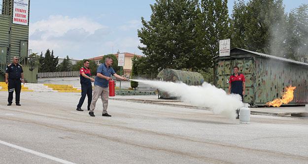 Büyükşehir İtfaiye'den şoförlere yangın eğitimi