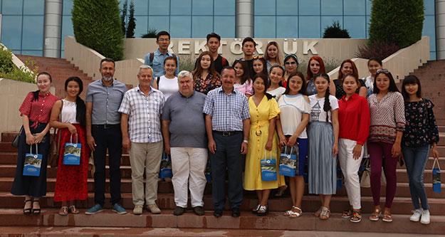 Kazak öğrenciler Türkçe öğrenmeye geldi