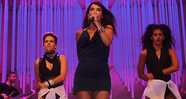 Çivril'deki Elma Festivali'nde Hande Yener konseri
