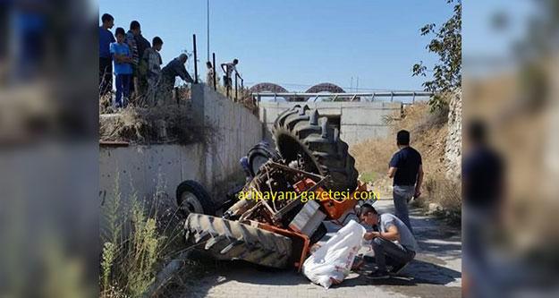 Traktör kanala uçtu: 2 kişi yaralandı