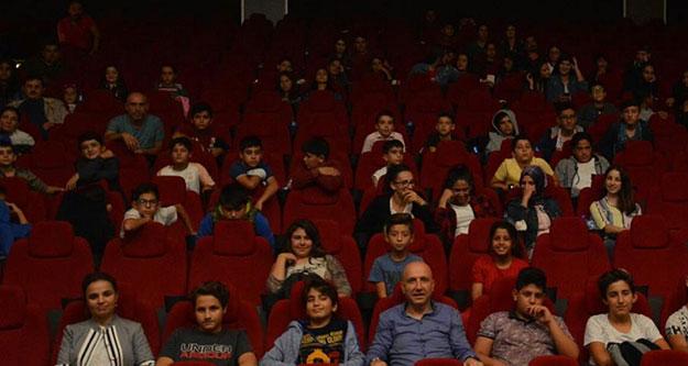 Sarayköy'de sinema salonu hizmete girdi