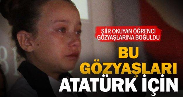 Atatürk için  gözyaşı döken öğrenciyi başkan teselli etti