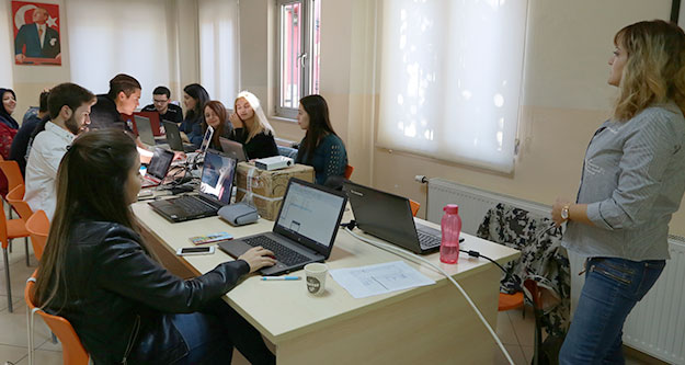 Gençlik Meclisi'nden grafik tasarım kursu