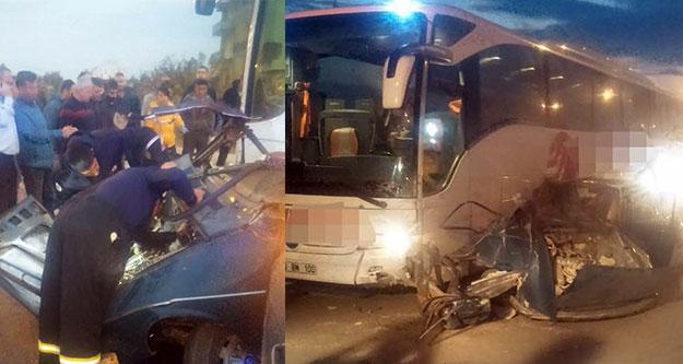 Otomobil yolcu otobüsünün altına girdi