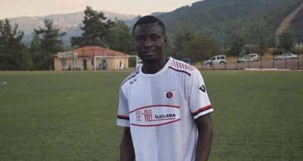 Sahada kalp krizi geçiren Nijeryalı futbolcu öldü