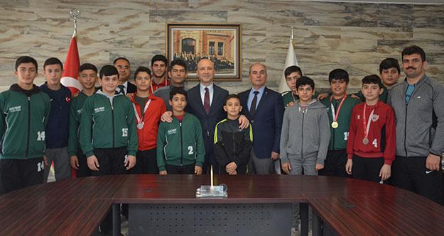 Destek verdiği sporculardan, Başkan Özbaş'a teşekkür