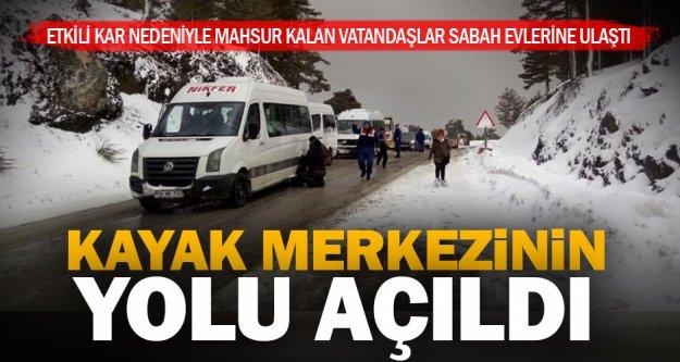 Kayak merkezinin yolu açıldı, vatandaşlar güvenle indirildi