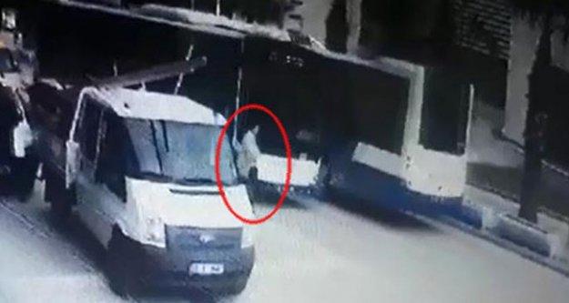 Otobüsün çarptığı yaya yaralandı