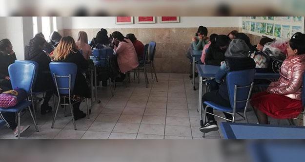 Eğlence mekanlarında çalışan 20 kadın sınır dışı edildi