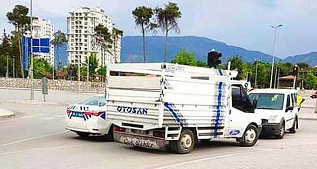 Polis kovalamacasıyla 3 hırsız yakalandı
