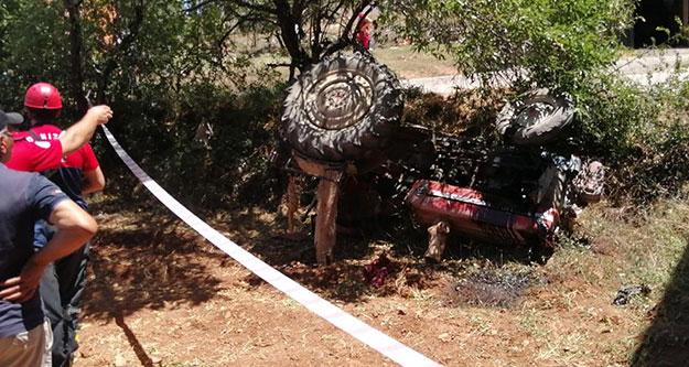 Devrilen traktörün altında kalan çift ağır yaralandı