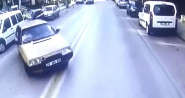 Ehliyetsiz sürücü karşı şeride geçip otobüse çarptı