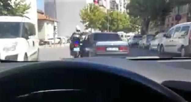 Motosikletli polis memuru kazada yaralandı