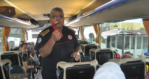 İtfaiyeden otobüsteki yolculara yangın ve kaza uyarısı