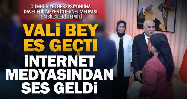 Cumhuriyet resepsiyonuna davet edilmeyen medya temsilcileri Vali Karahan'a tepkili
